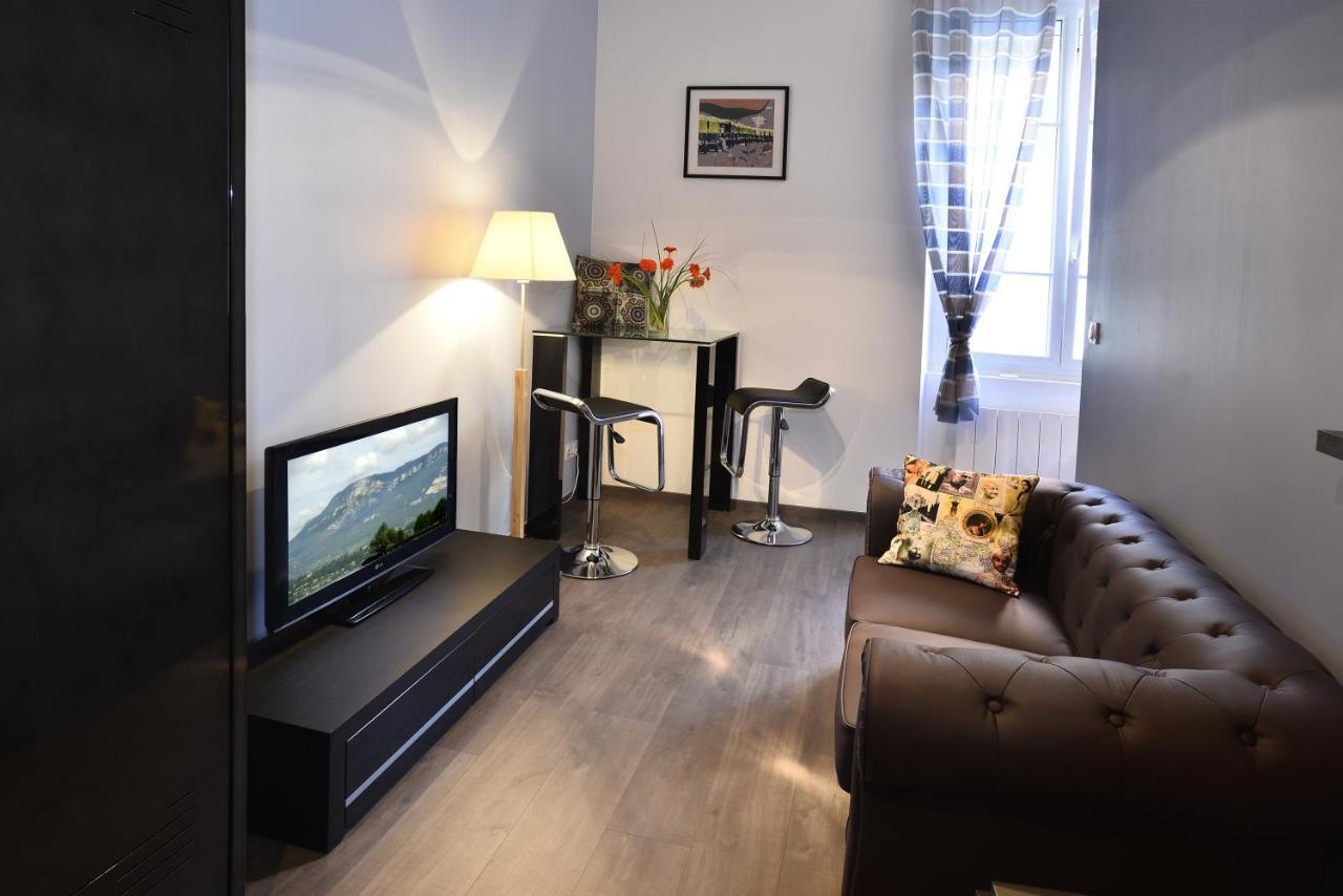 Balcony design ideas in apartment grenoble france home design and - Balcony Design Ideas In Apartment Grenoble France Home Design And 45