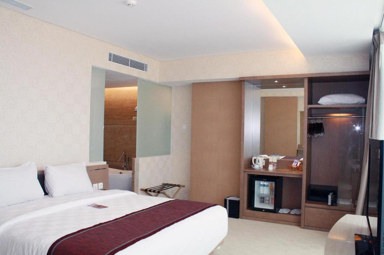 hotel claro makassar indonesia booking com rh booking com