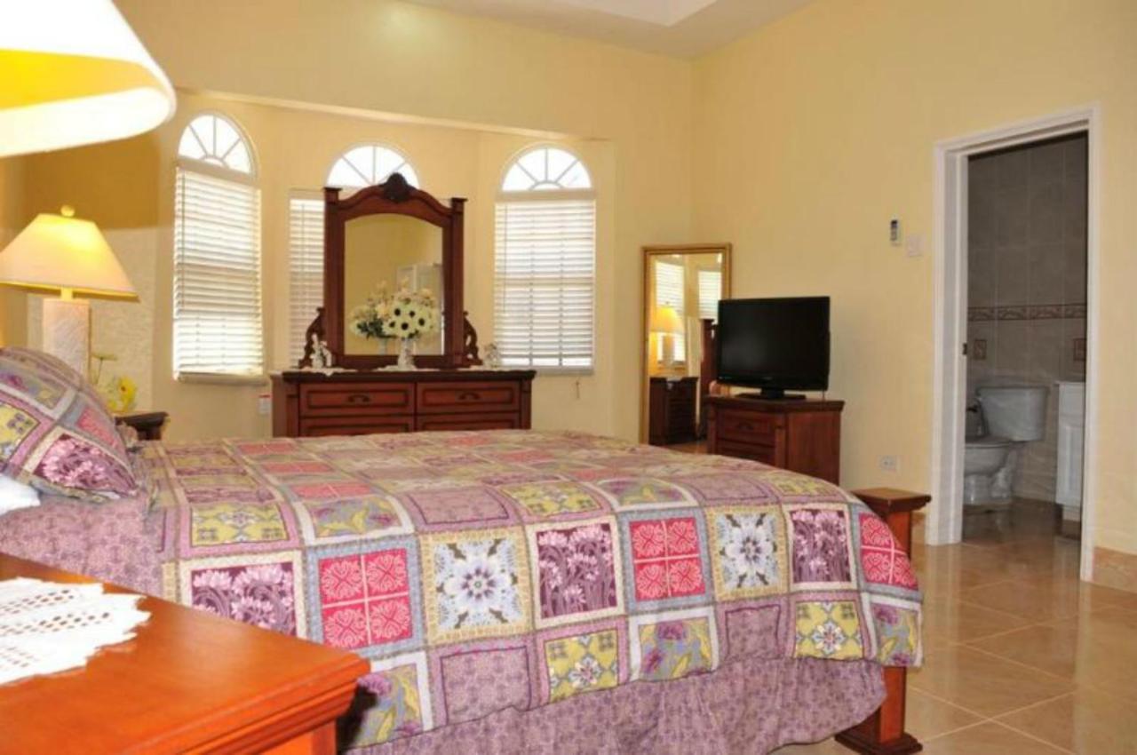 Guest Houses In Mount Zion Saint James
