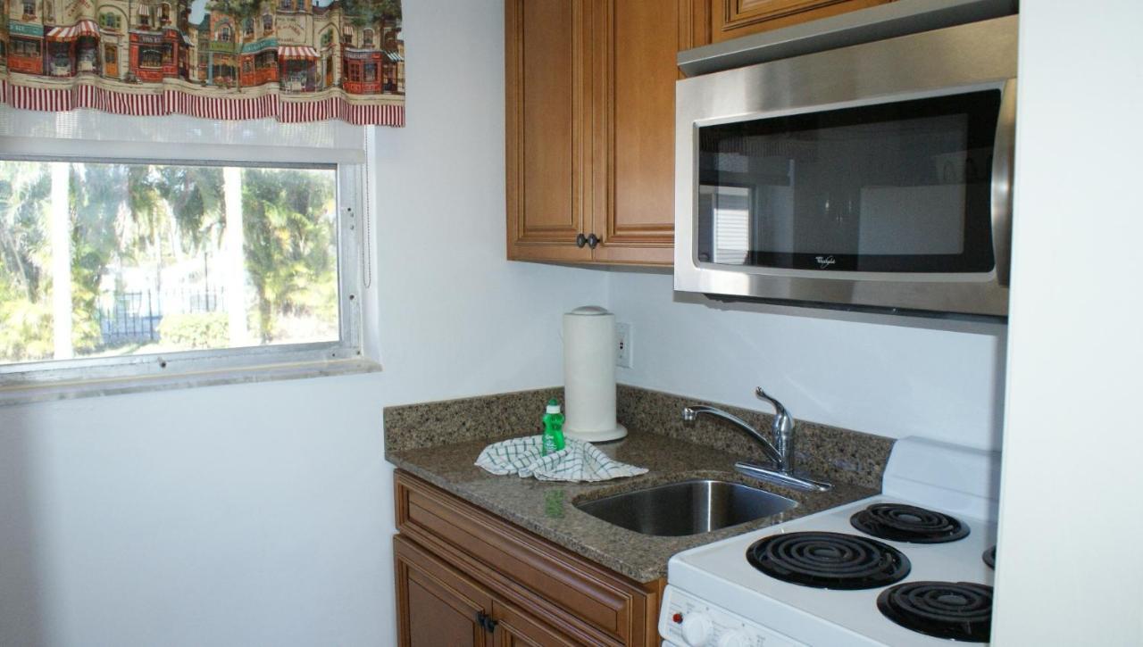 Shalimar Cottages & Motel, Sanibel, FL - Booking.com