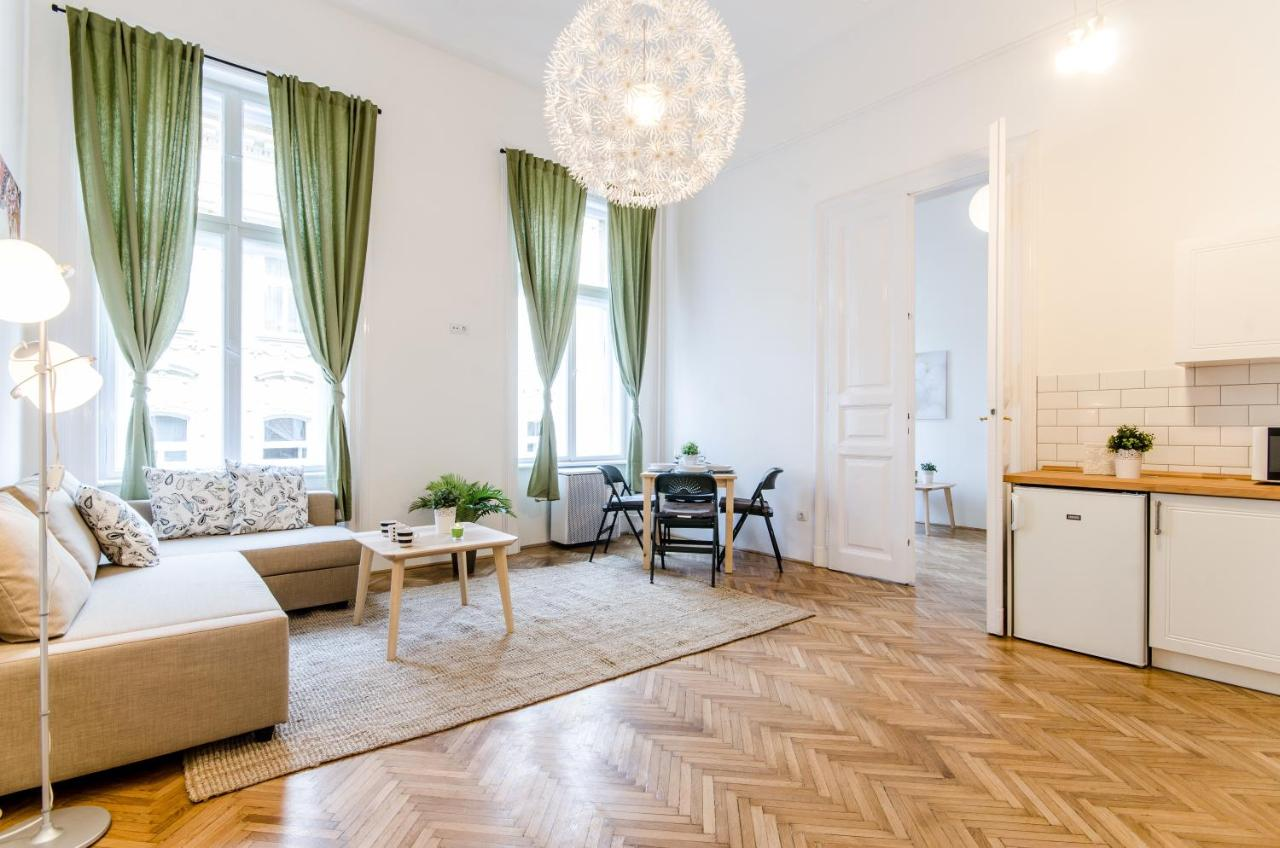 Lavender Roomy Apartment, Budapest – Updated 2018 Prices