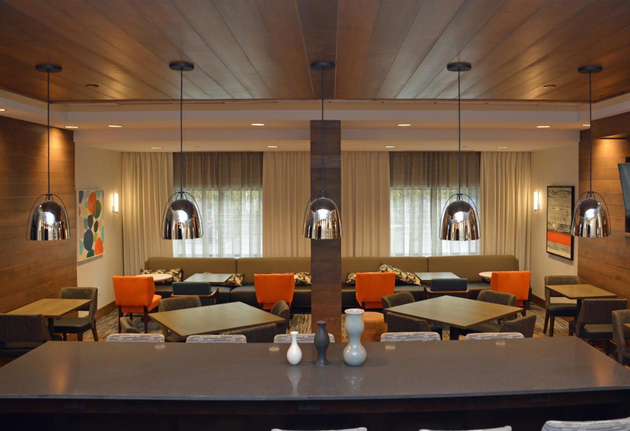 Hampton Inn Albany, NY - Booking.com