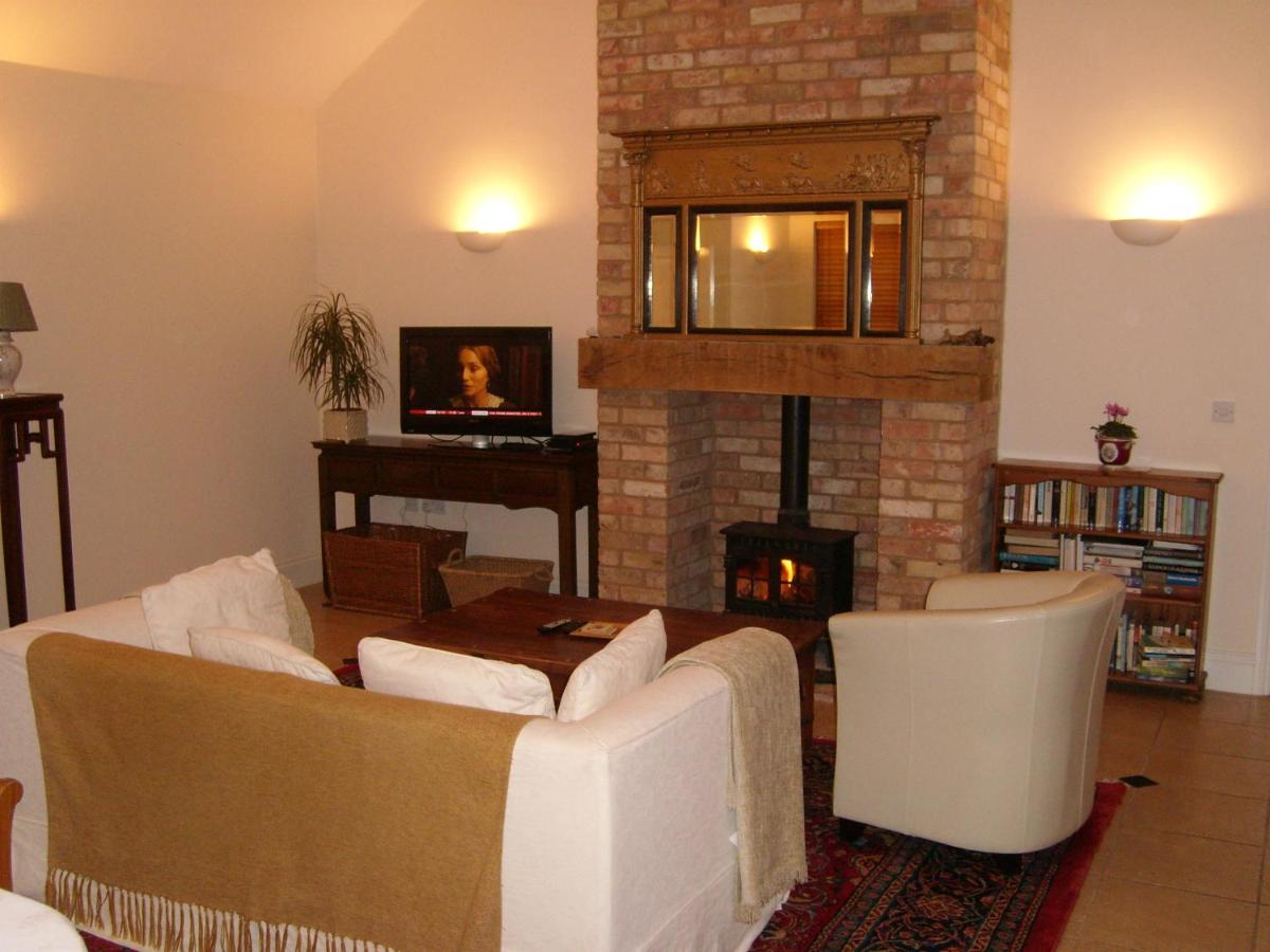 the hall farm bed and breakfast tilbrook uk booking com