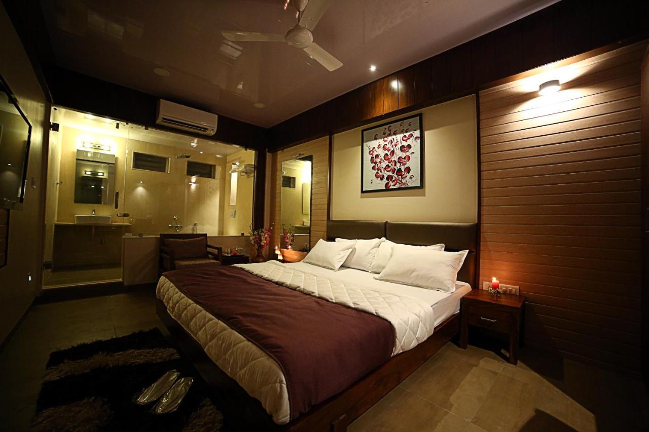Hotel Furaat Inn Hotel Shree Daan Vapi India Bookingcom