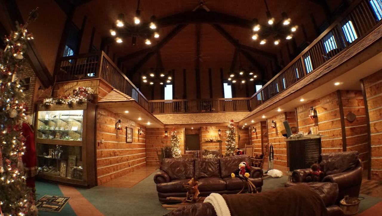 RiverBank Lodge, Petersburg, IL - Booking.com