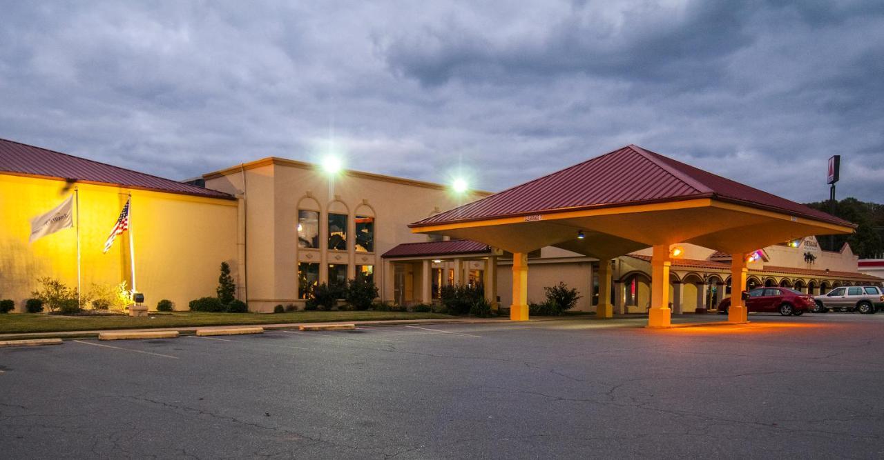 Hotel Howard Johnson by Wyndham Conway, AR - Booking.com