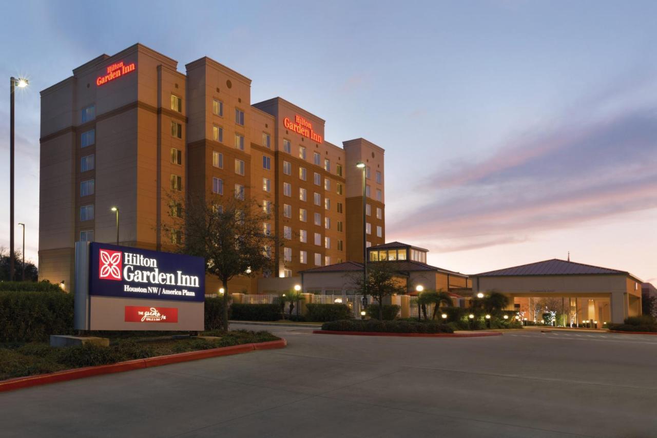 Hilton Garden Inn America Plaza, Houston, TX - Booking.com
