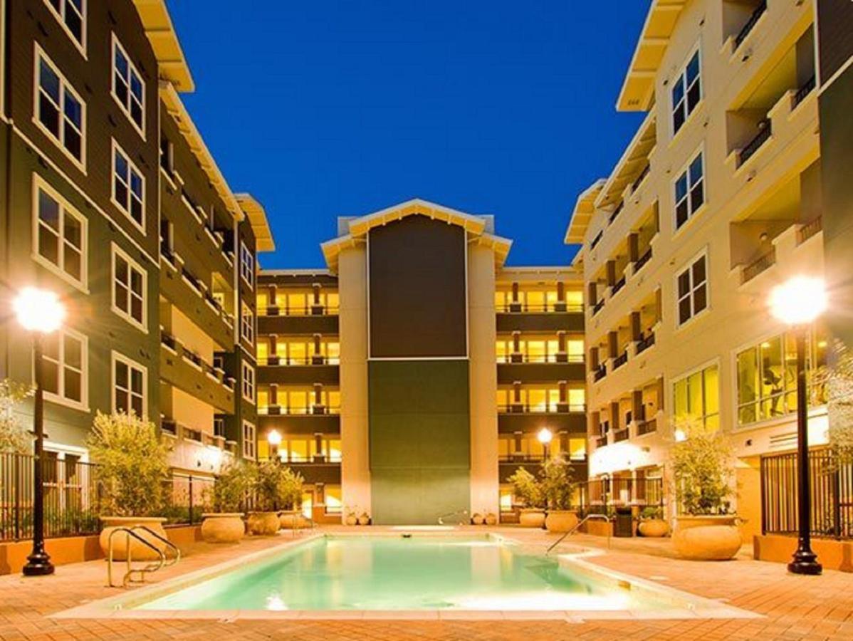 Apartment Global Luxury Suites at Commodore D, San Bruno, CA ...