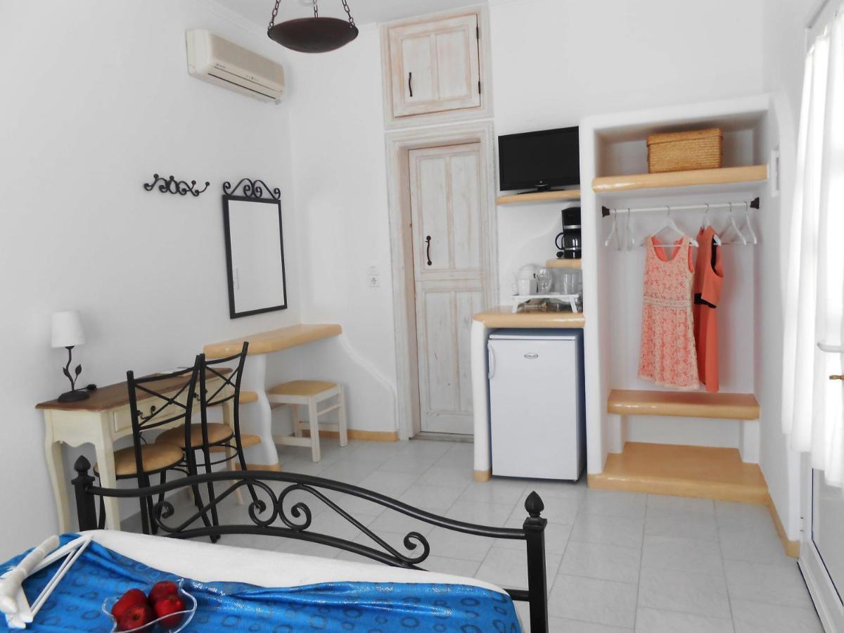 Guesthouse FLORAS ROOMS, Pollonia, Greece - Booking.com