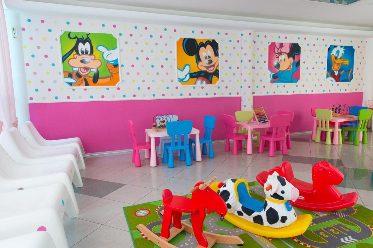 Hotel Faber Rimini Italy Mao Mini Market Playset Pink
