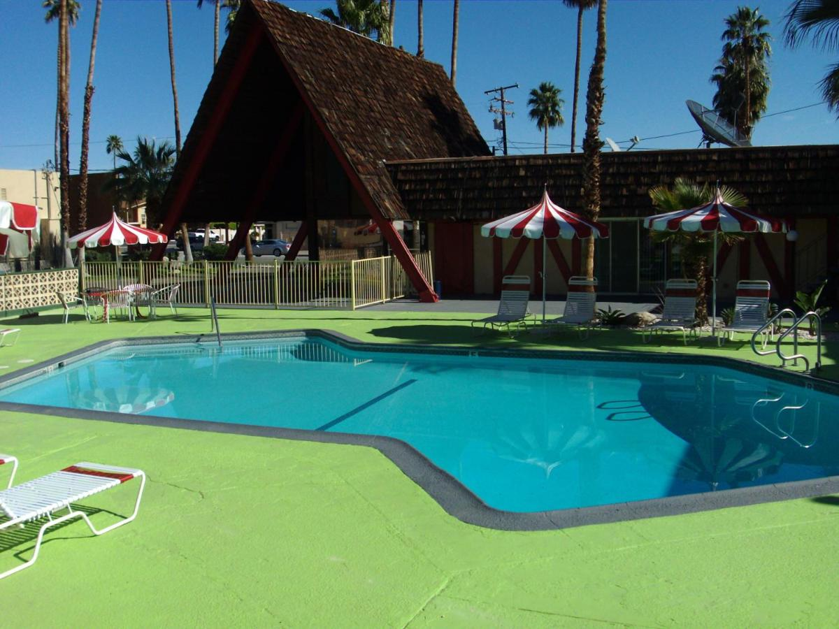 Desert Lodge, Palm Springs, CA - Booking.com