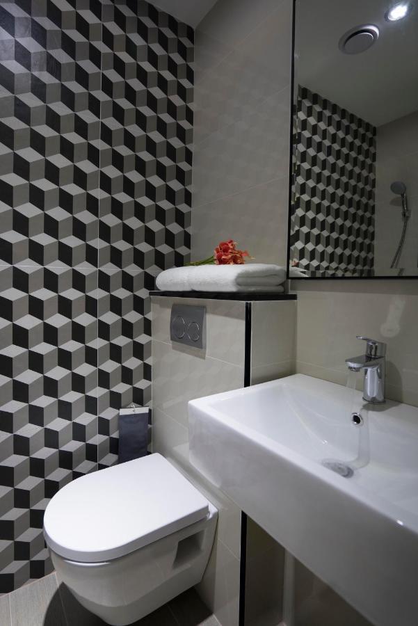 Toilet dating inggris