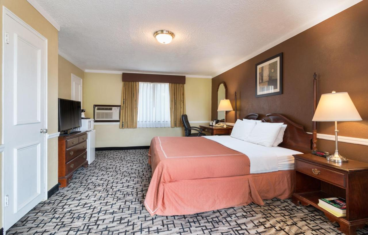 Americas Best Value Inn And Suites International Falls Motel Americas Clarence Clarence Center Ny Bookingcom
