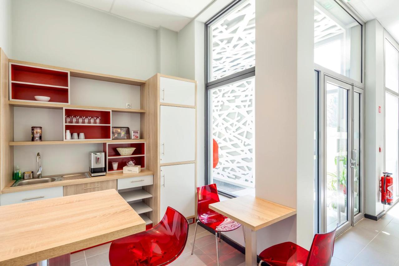 Balcony design ideas in apartment grenoble france home design and - Balcony Design Ideas In Apartment Grenoble France Home Design And 25