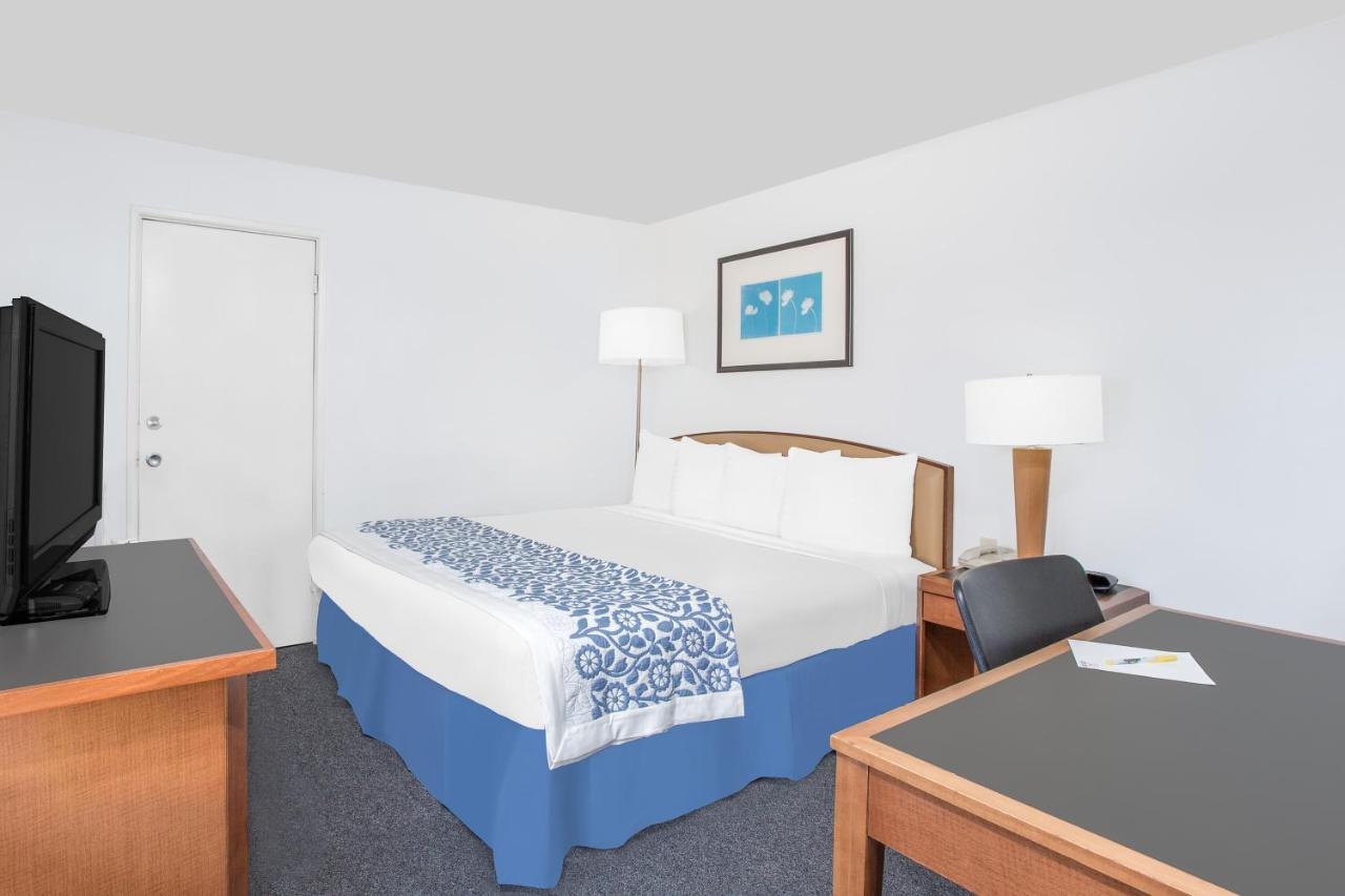 Americas Best Inn And Suites Emporia Days Inn Emporia Ks Bookingcom