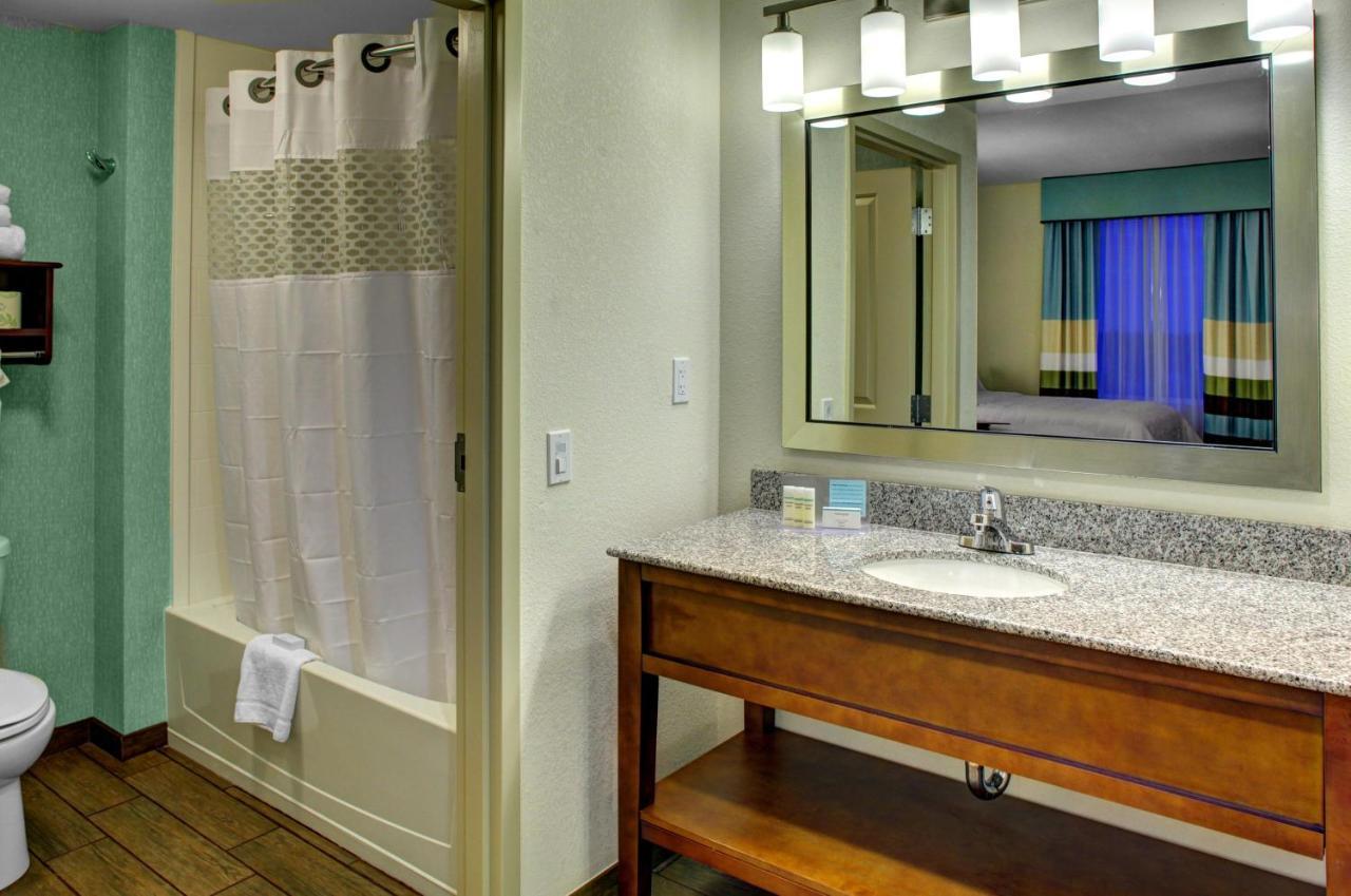 Hampton Inn and Suites Coconut Creek, West Dixie Bend, FL - Booking.com