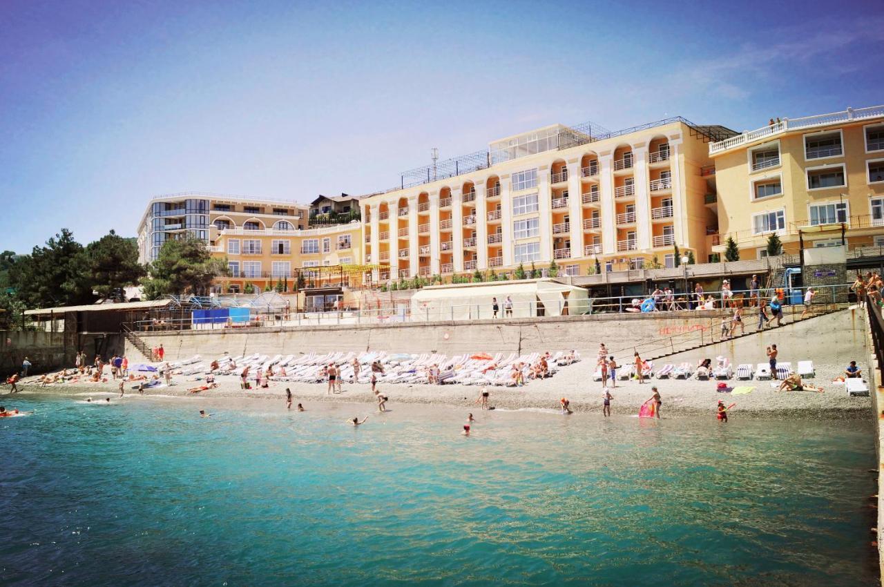 Royal beach, Crimea: how to get, description, reviews