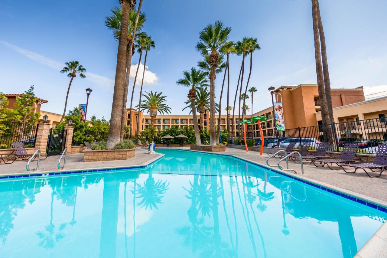 Hotel Grand Legacy At The Park, Anaheim, CA - Booking.com