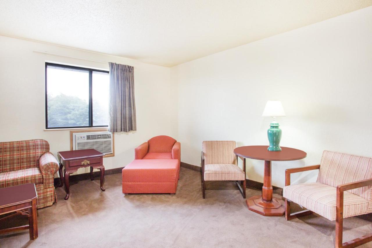 Hotel Super 8 by Wyndham Lexington VA, VA - Booking.com