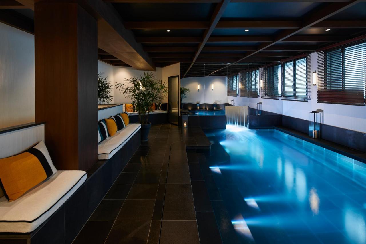 le roch hotel paris 2018 world 39 s best hotels. Black Bedroom Furniture Sets. Home Design Ideas