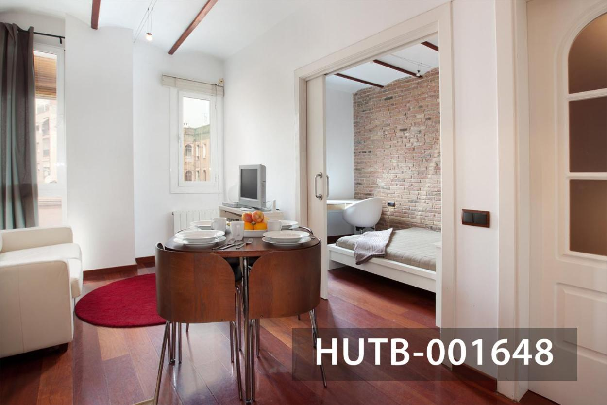 How to stylishly and functionally beat the high ceilings in the apartment