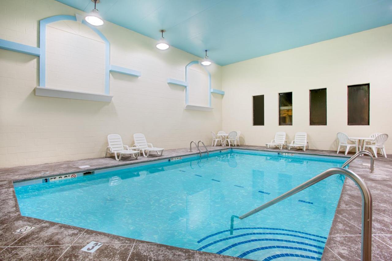 Hotel Super 8 Chattanooga, TN - Booking.com
