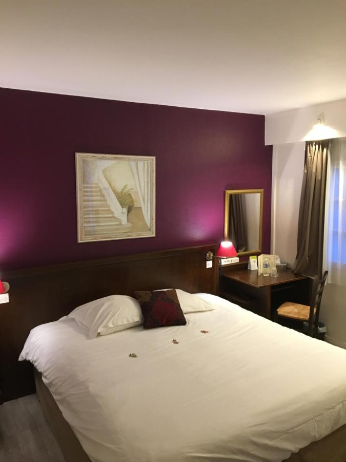 Hotels In Vienne-en-arthies Ile De France