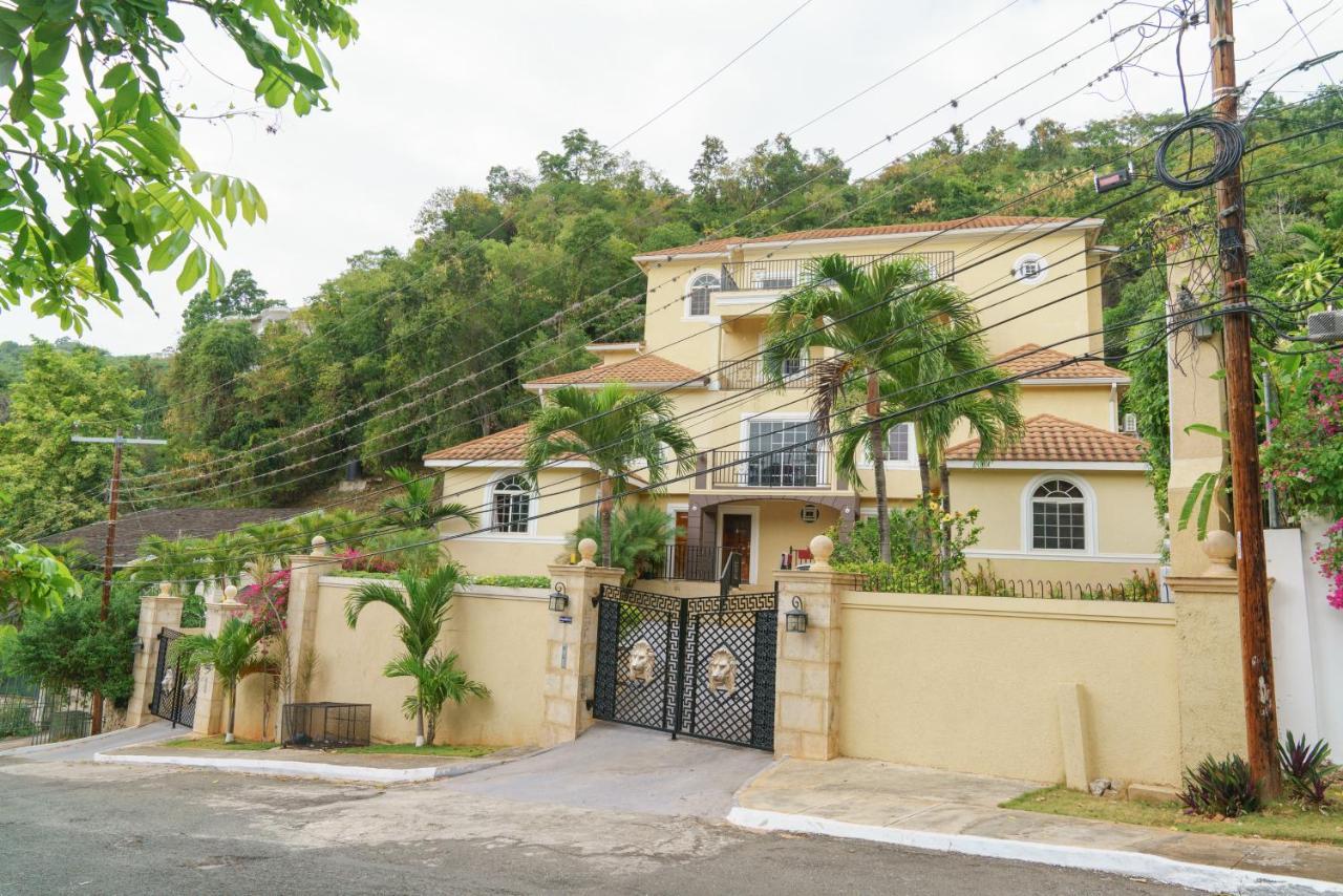 Palm Luxury Villas (Apartment), Kingston (Jamaica) Deals