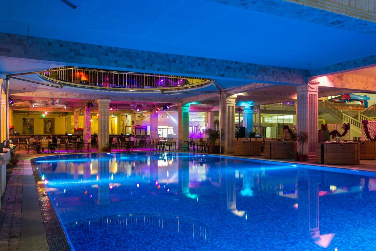 Arkhipo-Osipovka, Albatross (hotel complex). Description, reviews