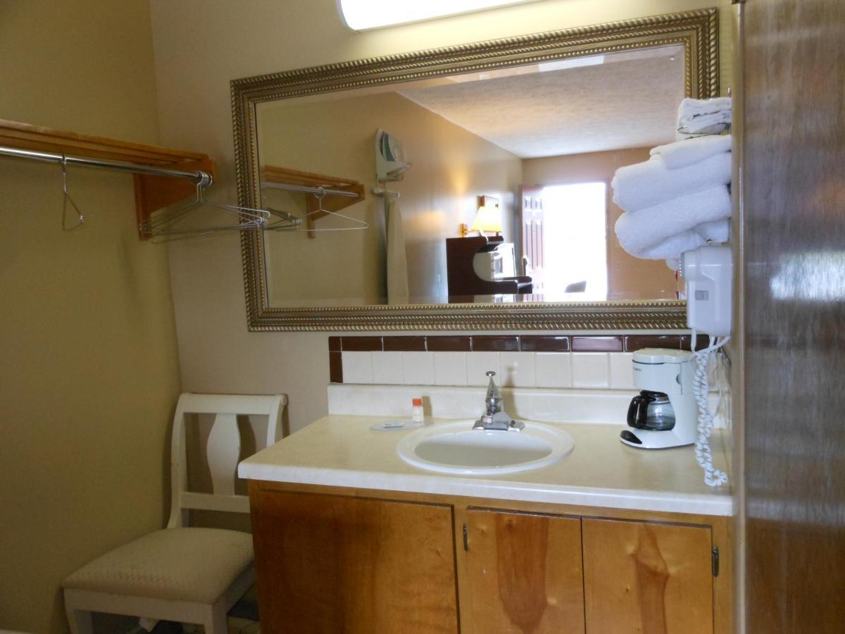McClellan Inn, Anniston, AL - Booking.com