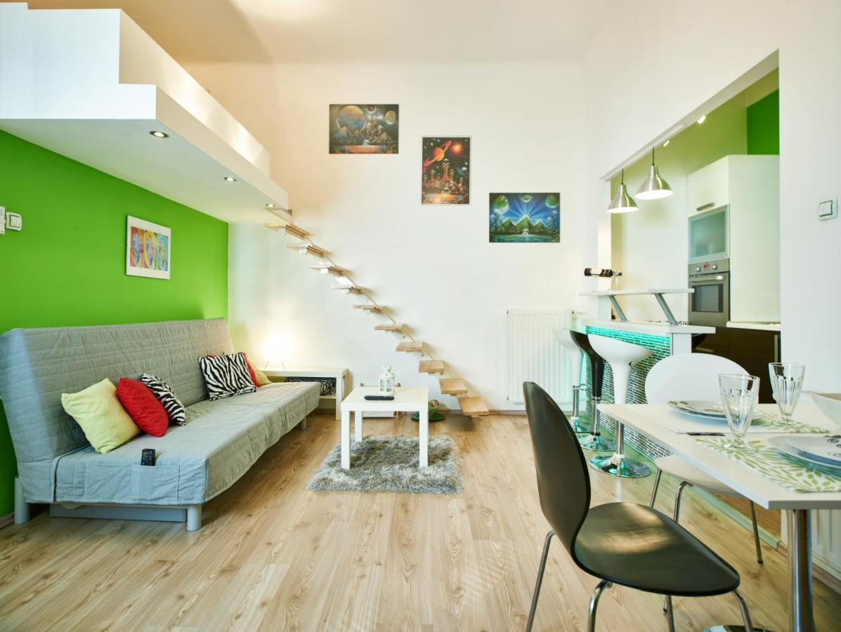 Studio Apartment Green Wall, Zagreb, Croatia - Booking.com