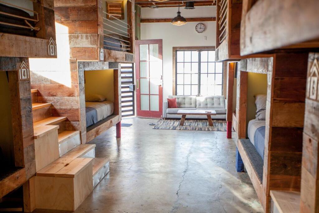 Hostels In Happy Valley California