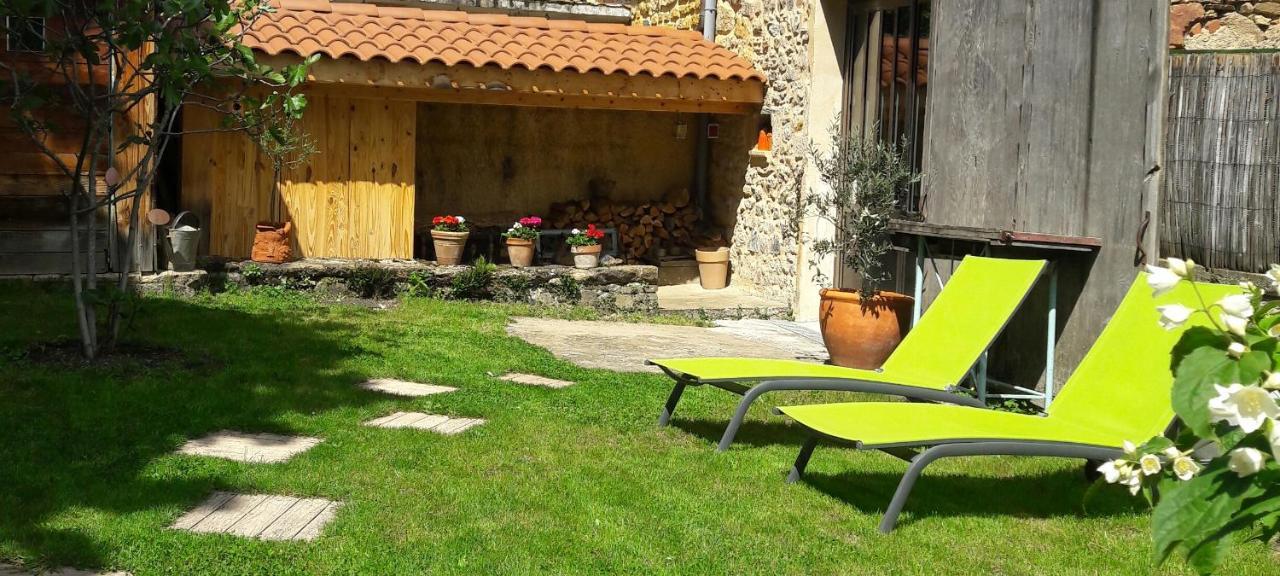Guest Houses In Saint-forgeux Rhône-alps