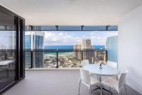Surfers Paradise Central. Luxurious 2 Bedroom Seaview Spa Apartment - Sealuxe