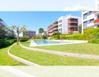 Apartamento de diseño en el centro de Sitges, con aire acondicionado, piscina comunitaria, zona infantil y parking