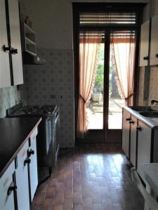 A kitchen or kitchenette at Casa Romolo