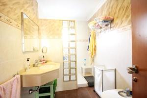 A bathroom at Villa Oliva16