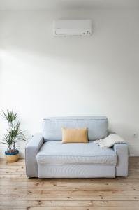 A seating area at Zelije Apartments Trindade