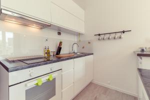 A kitchen or kitchenette at Rent like home - Apartament Urbanistów 4
