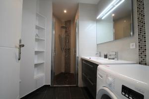 A bathroom at Cozy Select