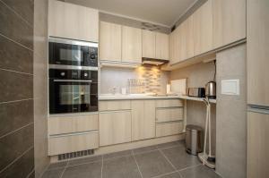 A kitchen or kitchenette at Stefania 35 Apartment