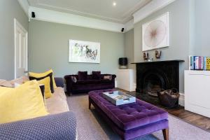 A seating area at Veeve - Clapham Oasis
