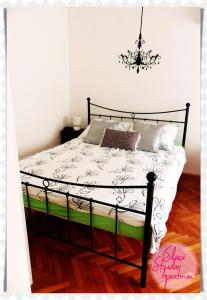 A bed or beds in a room at Studio Apartment Slavi