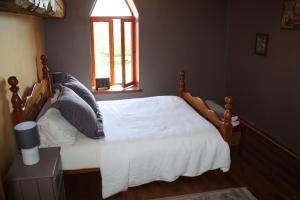 A bed or beds in a room at Normandy Nature Paradise