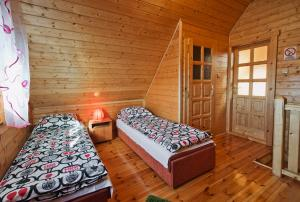 A bed or beds in a room at Domki Agat