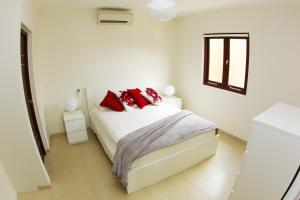 A bed or beds in a room at Green View at Blue Bay Curacao