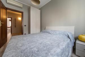 A bed or beds in a room at Cardinal Massaia Venice Apartment