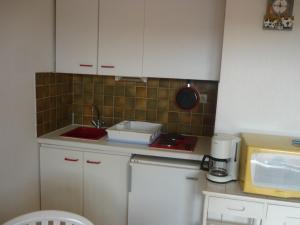 A kitchen or kitchenette at Studio CARQUEIRANNE