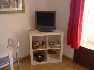 A television and/or entertainment center at Studio CARQUEIRANNE