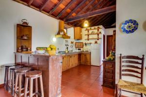 A kitchen or kitchenette at Villa La Rambla